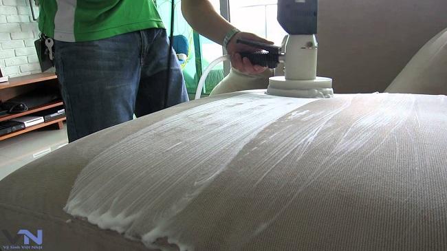 Dịch vụ giặt ghế sofa giá rẻ tại Quận 2