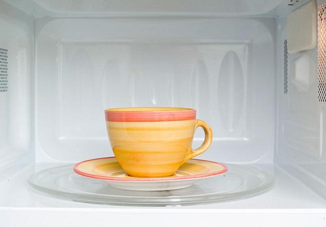 Khử mùi lò vi sóng bằng cà phê
