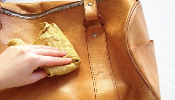 cách làm sạch ví da túi da tại nhà hiệu quả nhất