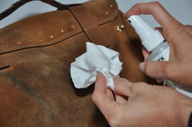 cách làm sạch ví da túi da tại nhà hiệu quả