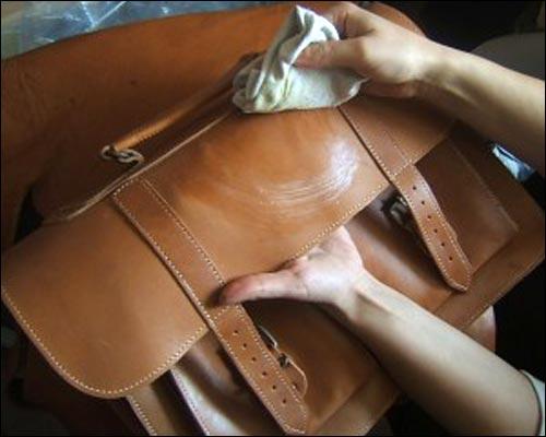 cách làm sạch ví da túi da tại nhà