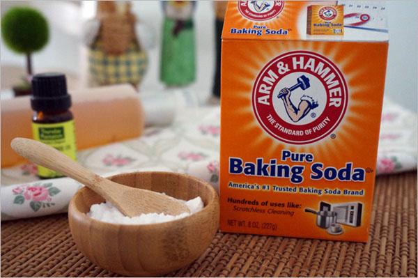 Làm sạch lò vi sóng bằng bột Baking Soda