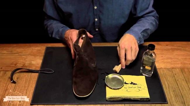 vệ sinh giày da lộn hiệu quả nhất tại nhà