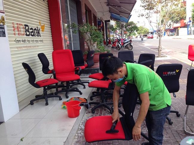 dịch vụ vệ sinh ghế văn phòng tận nơi