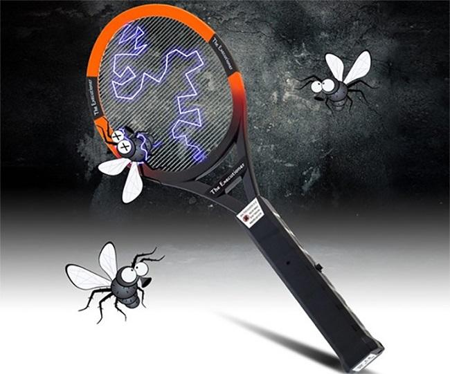 cách đuổi muỗi bằng vợt điện