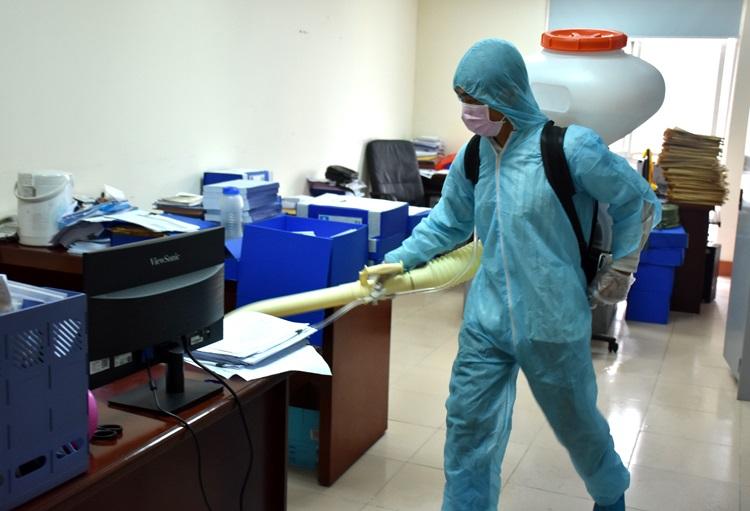 phun khử khuẩn văn phòng trường học