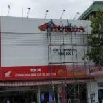 Dịch vụ vệ sinh bảng hiệu giá rẻ tại TPHCM